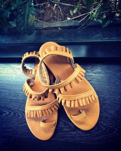 Birdie sandals in darling pea