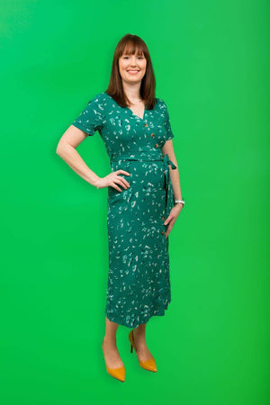 Grace & Mila Elegant green mid-length dress with short sleeves