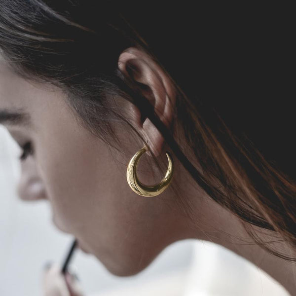 girl with gold diaz earrings