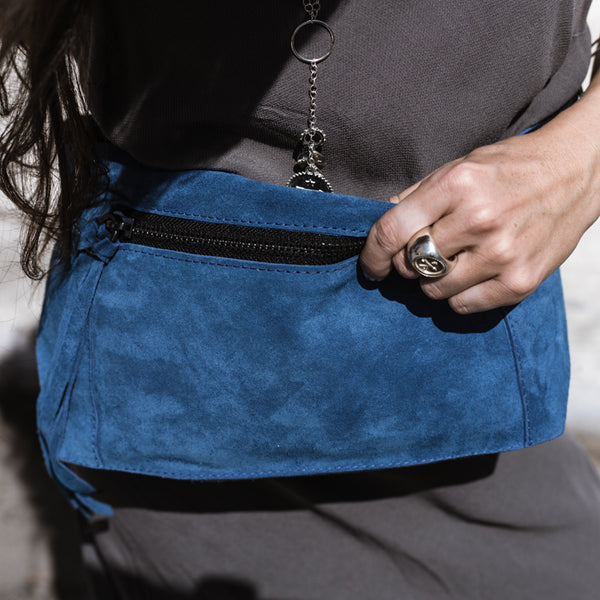 woman with gray dress wearing 3rd-floor-handmade-leather-beldbag-bravado-blue