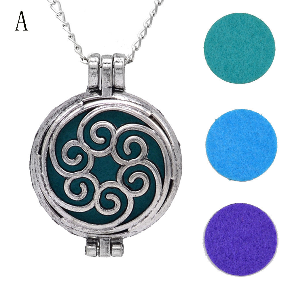 Vintage-style Locket | Essential Oil Diffuser Necklace with three pads