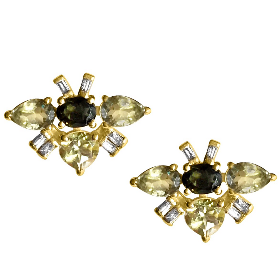 HEDROMA Stud Earrings