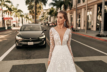 Load image into Gallery viewer, Los Angeles 'Lindsay' Elly Haute Couture RTW 081-340 Ready To Wear European Bridal Wedding Gown Designer Philippines