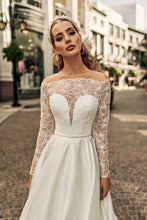 Load image into Gallery viewer, Los Angeles 'Audrey' Elly Haute Couture RTW 082-365 Ready To Wear European Bridal Wedding Gown Designer Philippines