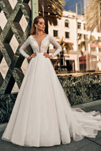 Load image into Gallery viewer, Los Angeles 'Snadra' Elly Haute Couture RTW 087-435 Ready To Wear European Bridal Wedding Gown Designer Philippines