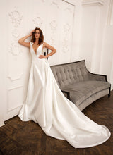 Load image into Gallery viewer, Cosmopolitan City  Papilio Bridal RTW 11948-130 Ready To Wear European Bridal Wedding Gown Designer Philippines