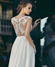 Load image into Gallery viewer, Queen Collection 'Ferina' Trishie Couture RTW Ready To Wear European Bridal Wedding Gown Designer Philippines