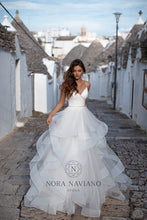 Load image into Gallery viewer, Italian Dream 'Marilyn' Nora Naviano Sposa RTW 18315-450 Ready To Wear European Bridal Wedding Gown Designer Philippines