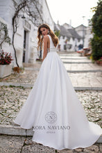 Load image into Gallery viewer, Italian Dream 'Millie' Nora Naviano Sposa RTW 31438-250 Ready To Wear European Bridal Wedding Gown Designer Philippines