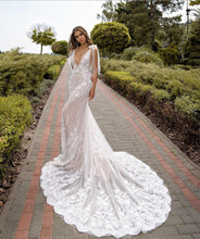 Load image into Gallery viewer, Venus Collection 'Lina' Trishie Couture RTW Ready To Wear European Bridal Wedding Gown Designer Philippines