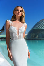 Load image into Gallery viewer, Valencia Dreams 'Darla' Elly Haute Couture RTW MB-067-409 Ready To Wear European Bridal Wedding Gown Designer Philippines
