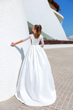 Load image into Gallery viewer, Valencia Dreams 'Joy' Elly Haute Couture RTW MB-080-249