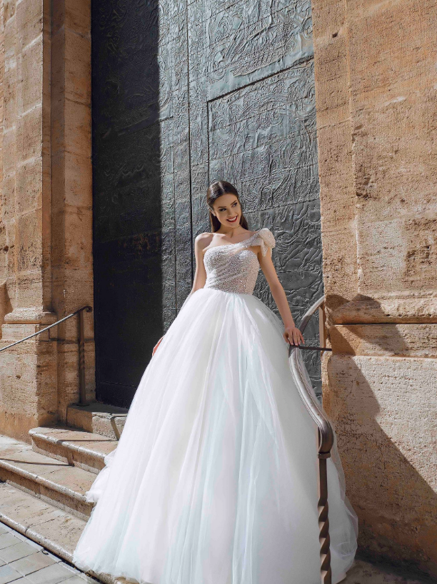 Alma De Valencia 'Laura' Innocentia RTW INLI 2013-530 Ready To Wear European Bridal Wedding Gown Designer Philippines