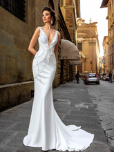 Load image into Gallery viewer, Renascence 'Cassandra Fedele' Innocentia RTW INWI 1811-310 Ready To Wear European Bridal Wedding Gown Designer Philippines
