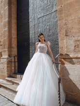 Load image into Gallery viewer, Alma De Valencia 'Laura' Innocentia RTW INLI 2013-530 Ready To Wear European Bridal Wedding Gown Designer Philippines