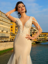 Load image into Gallery viewer, Renascence 'Giovanna d Aragon' Innocentia RTW INWI 1801-360 Ready To Wear European Bridal Wedding Gown Designer Philippines
