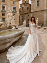 Load image into Gallery viewer, Sicilia 'Cleopatra di Sicilia' Innocentia RTW INL2004-950 Ready To Wear European Bridal Wedding Gown Designer Philippines