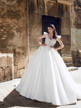 Load image into Gallery viewer, Alma De Valencia 'Ramona' Innocentia RTW INLI 2020-610 Ready To Wear European Bridal Wedding Gown Designer Philippines