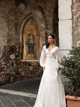 Load image into Gallery viewer, Taormina 'Rosalia' Innocentia RTW INW 1918-280 Ready To Wear European Bridal Wedding Gown Designer Philippines