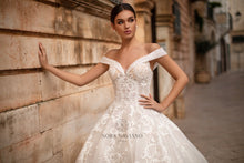 Load image into Gallery viewer, Italian Dream 'Megan' Nora Naviano Sposa RTW 20014-1689