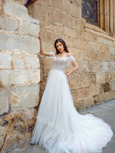 Load image into Gallery viewer, Alma De Valencia 'Constancia' Innocentia RTW INLI 2009-560 Ready To Wear European Bridal Wedding Gown Designer Philippines