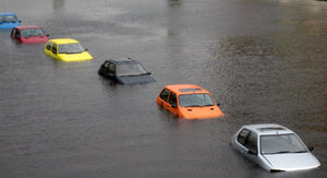 8 THINGS TO DO IN A FLOOD WHEN YOU'RE IN A CAR