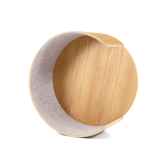 FURST - Open circular moon-shaped resting and scratching nest of the Alto cat tree in beige felt and solid oak wood