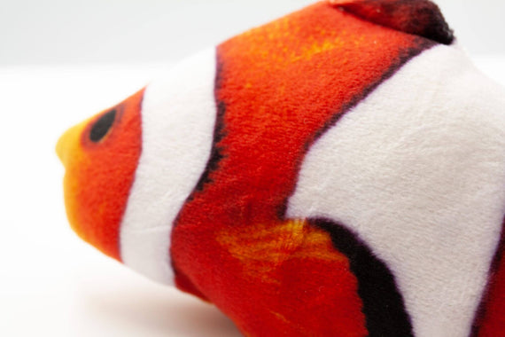 FURST - Design cat toy in the shape of a Clownfish Martin stuffed with catnip