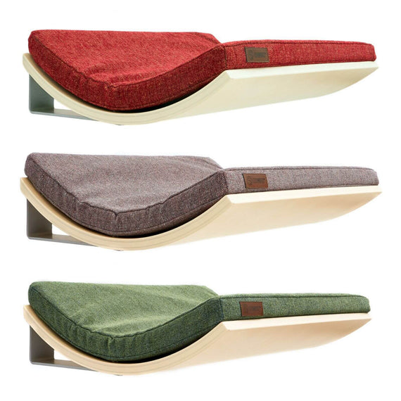 FURST - Design perches or wall shelves for cats in maple color covered with an elegant cushion in green, red or pink gray