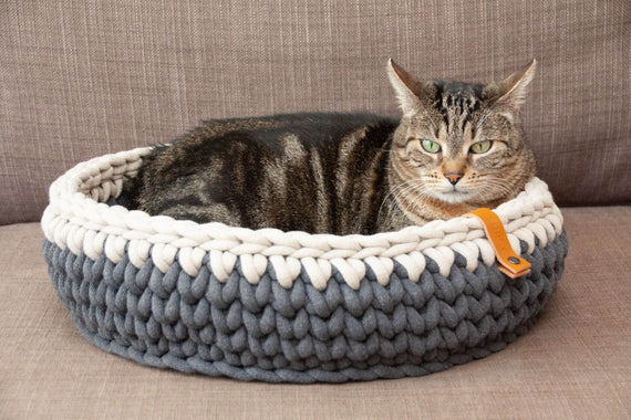 FURST - Oscar cat basket in delicate anthracite and silver cotton