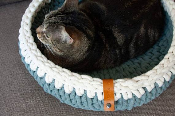 FURST - Oscar cat basket in delicate laurel and natural cotton