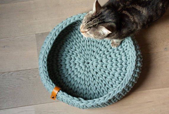 FURST - Oslo cat basket in delicate laurel colored cotton