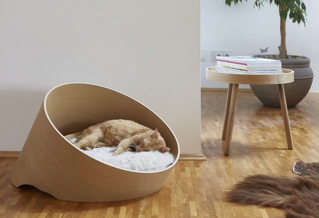 FURST - Comfortable basket covo design for cat in oak with its ivory cushion