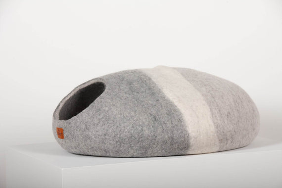FURST - Premium Cocoon Mineral felt cat den in silver shades with a white ring