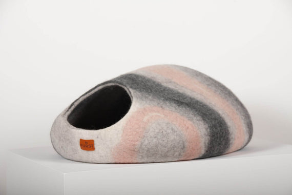 FURST - Premium cocoon Madame cat lodge in felt with a variegation of steel gray, powder pink, anthracite and white