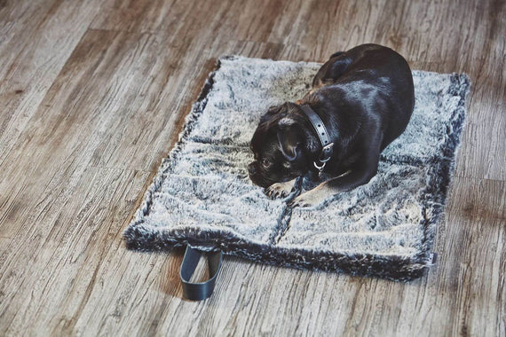 FURST - Open exit mat in graphite and anthracite color dog folding in faux fur