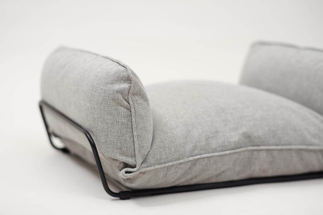 FURST - Overview of the finish of this high-end gray dog ​​sofa