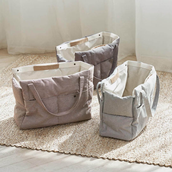 FURST - Elegant and refined high-end travel bags for light gray dogs