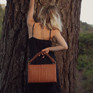 THE KNOT CLUTCH CINNAMON / BROWN