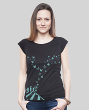 "Laden Sie das Bild in den Galerie-Viewer, Bamboo Shirt Black ""Butterflies"""
