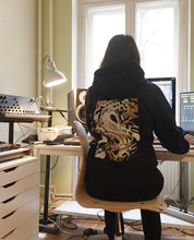 "Laden Sie das Bild in den Galerie-Viewer, Unisex Hoodie Black ""Distorsion"""