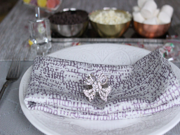 Manhattan Mauve/White Textured Napkins, Set of 4