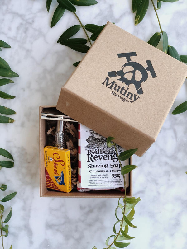 mini plastic free shaving kit containing a double edge safety razor, replacement stainless blades and natural and handmade cinnamon & orange soap by Mutiny Shaving