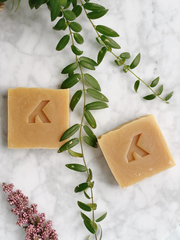 100% natural, plastic free and vegan shampoo bar by KiteNest