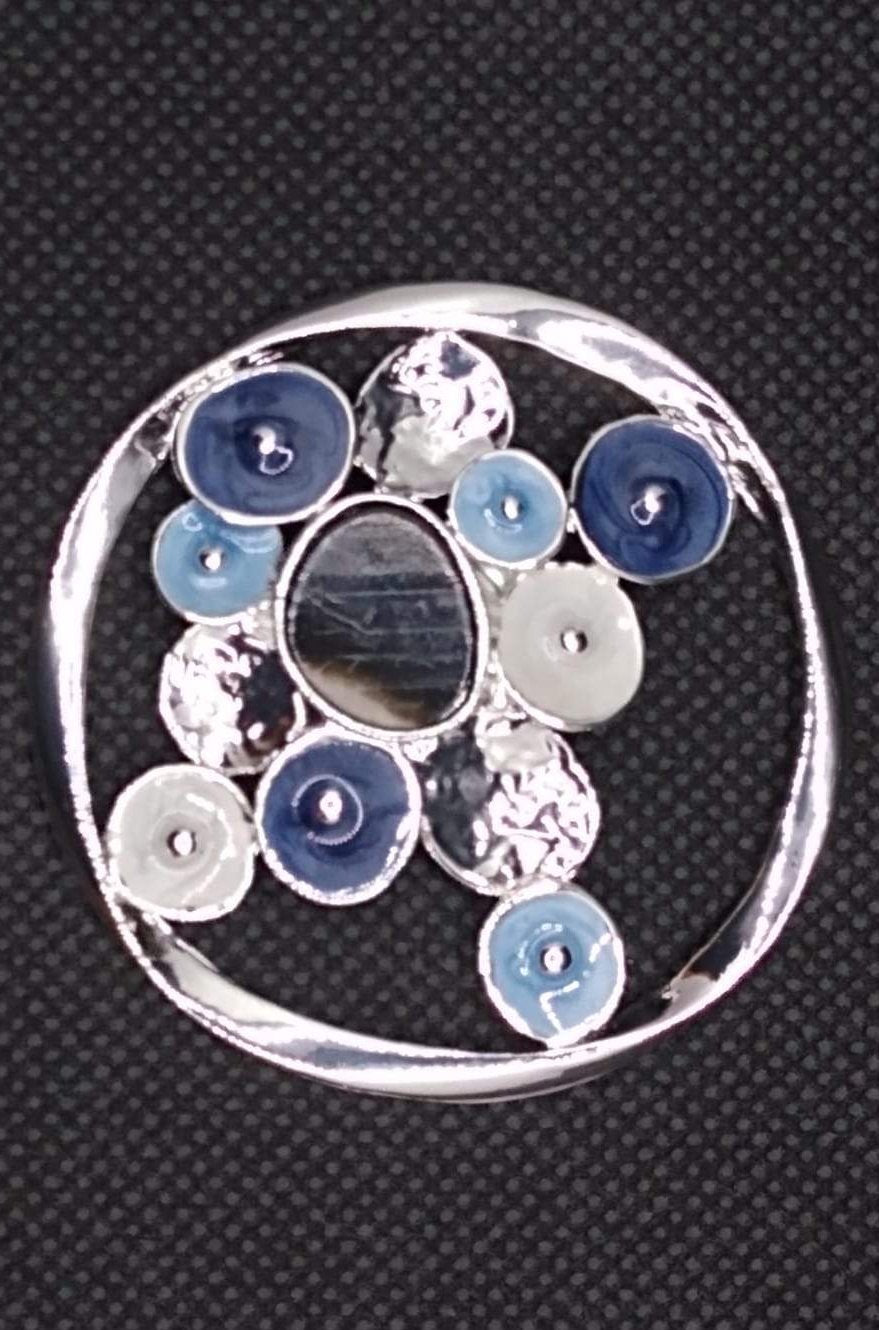 Magnetic Scarf Fastener/Brooch Open Circle Detail