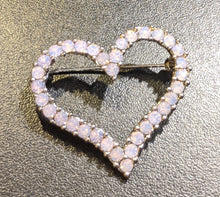 Load image into Gallery viewer, Heart brooch
