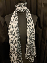 Load image into Gallery viewer, Animal Print Graduated Scarf