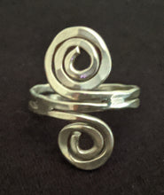 Load image into Gallery viewer, Adjustable Metal Double Swirl Ring