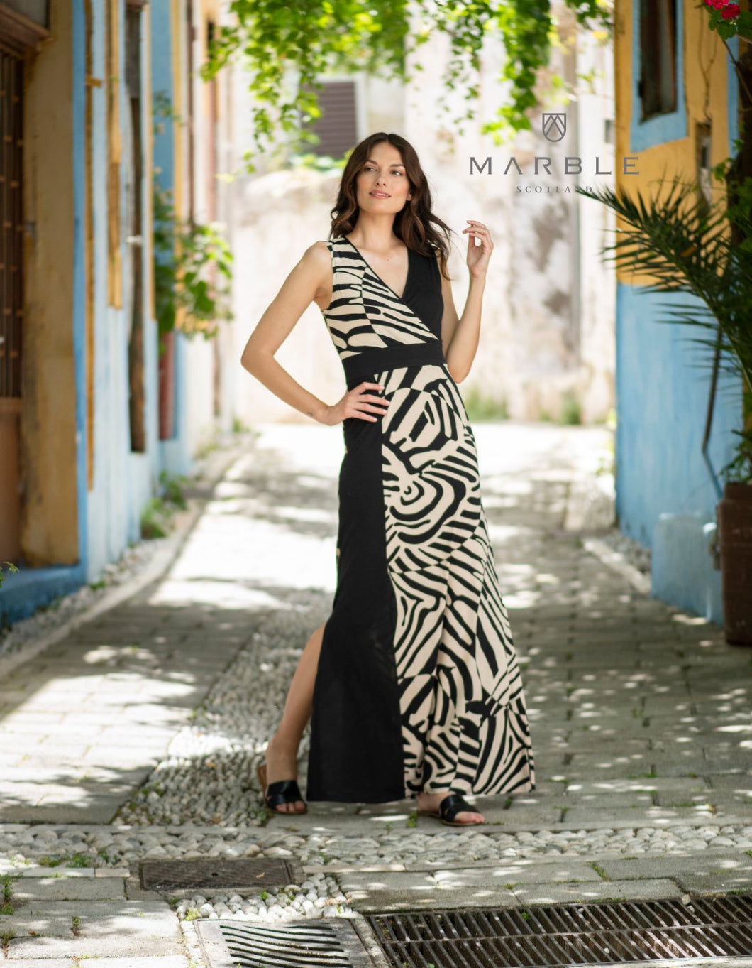 Marble maxi dress in black/beige
