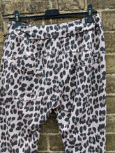 Load image into Gallery viewer, Leopard Print Loungewear Joggers